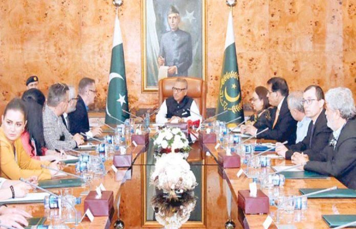 اسلام آباد: صدر مملکت ڈاکٹر عارف علوی سے ترک صحافیوں کا وفد ملاقات کررہا ہے