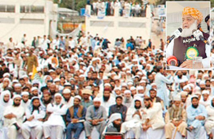 مظفرآباد: جے یوآئی کے سربراہ مولانا فضل الرحمن آزادی کشمیر کانفرنس سے خطاب کررہے ہیں