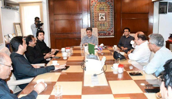 کراچی: وفاقی وزیر قانون فروغ نسیم کی زیرصدارت کراچی کے مسائل پر کمیٹی کا اجلاس ہورہا ہے