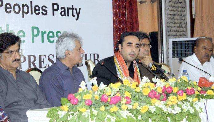 حیدرآباد: چیئرمین پیپلزپارٹی بلاول زرداری پریس کانفرنس کررہے ہیں، مراد علی شاہ، نثار کھوڑواوردیگر بھی موجود ہیں