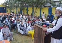 کوئٹہ: امیر جماعت اسلامی پاکستان سینیٹر سراج الحق مشوانی جرگہ سے خطاب کررہے ہیں