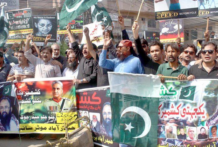 حیدرآباد: موٹرسائیکل ایکسچینج ڈیلر ایسویسی ایشن اور پرنٹنگ پریس ایسوسی ایشن کی جانب سے کشمیریوں کے حق میں مظاہرہ کیا جارہا ہے