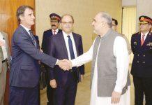 اسلام آباد: اسپیکر قومی اسمبلی اسد قیصر آئی ایم ایف کے وفد کا قومی اسمبلی آمد پر استقبال کررہے ہیں