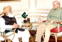 لاہور: جے یو آئی کے سربراہ مولانا فضل الرحمن ن لیگ کے صدر شہباز شریف سے ملاقات کررہے ہیں
