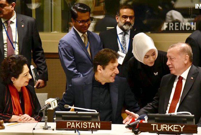 نیویارک:پاک ترک کانفرنس کے موقع پر وزیراعظم عمران خان ترک صدر رجب طیب اردگان سے تبادلہ خیال کررہے ہیں
