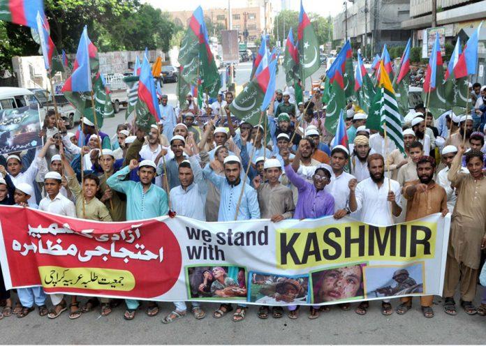 کراچی: جمعیت طلبہ عربیہ پاکستان کے تحت مقبوضہ کشمیر میں بھارتی مظالم کیخلاف احتجاج کیاجارہاہے