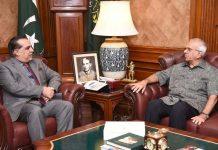کراچی: گورنر سندھ عمران اسماعیل سے قائد اعظم محمد علی جناح کے نواسے لیاقت مرچنٹ ملاقات کررہے ہیں