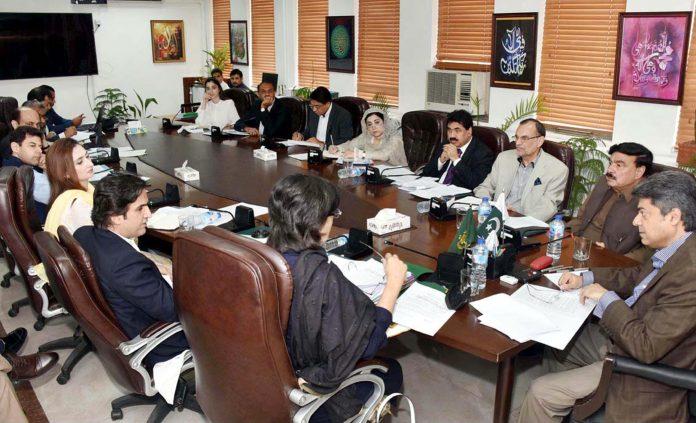 اسلام آباد: وفاقی وزیر قانون بیرسٹر فروغ نسیم سی پیک اتھارٹی آرڈیننس سے متعلق اجلاس کی صدارت کررہے ہیں
