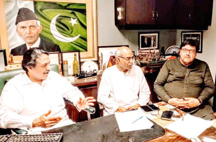 فنکشنل لیگ کے صوبائی صدر پیر صدرالدین شاہ راشدی سے ڈاکٹر صفدر عباسی ملاقات کر رہے ہیں
