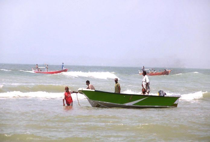 حیدرآباد: ماہی گیر گہرے سمندر میں مچھلیاں پکڑنے کے بعد واپس آرہے ہیں