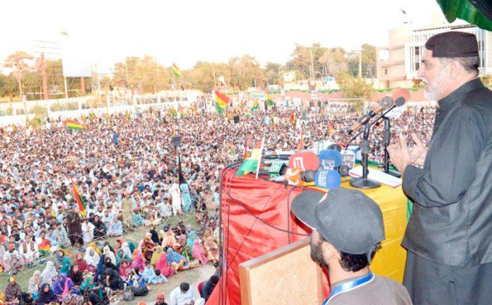 کوئٹہ: بلوچستان نیشنل پارٹی (مینگل) کے سربراہ اختر مینگل جلسے سے خطاب کر رہے ہیں