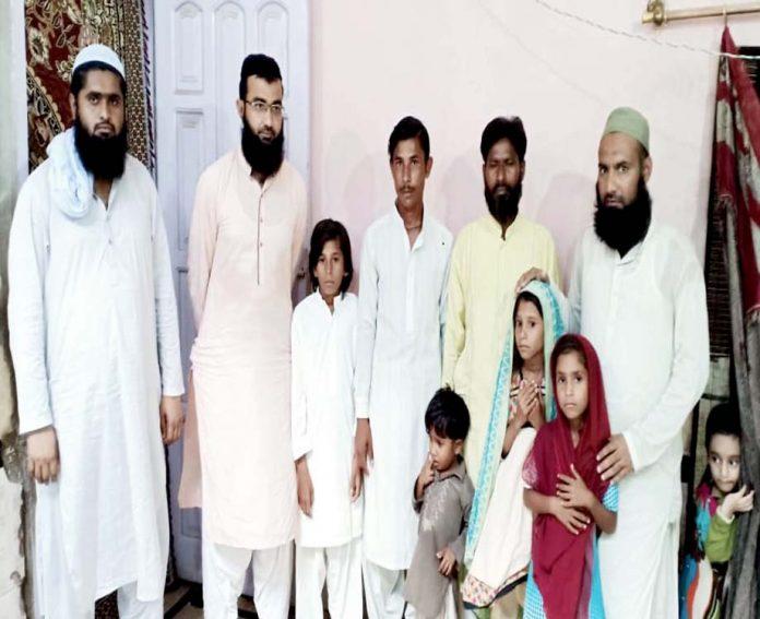 جھڈو : اسلامی تعلیمات سے متاثر ہوکر ہندو برادری کے افراد اسلام قبول کرنے کے بعد علما کے ساتھ