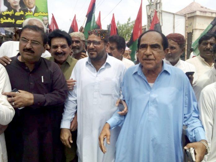 بدین : پاکستان پیپلز پارٹی کی جانب سے نکالی گئی احتجاجی ریلی کے شرکا