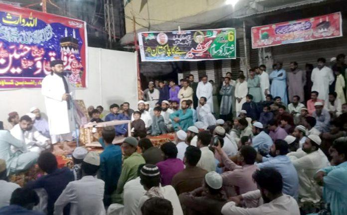 سجاول : فاروق اعظم چوک پر فاروقؓ و حسینؓ سیمینار سے مولانا عبدالجبار حیدری خطاب کررہے ہیں