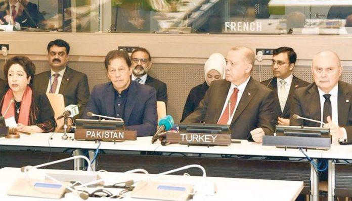 نیویارک: وزیراعظم عمران خان اور ترک صدر طیب اردوان نفرت پھیلانے والی تقاریر روکنے کے موضوع پر منعقدہ گول میز مباحثے میں شریک ہیں