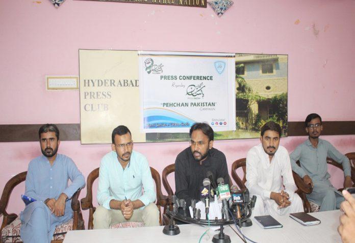 حیدر آباد : ناظم اسلامی جمعیت طلبہ سندھ اسد علی قریشی ''پہچان پاکستان'' مہم کے حوالے سے پریس کانفرنس کررہے ہیں