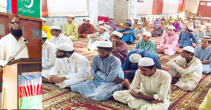 سکھر : امیر جماعت اسلامی ضلع سکھر مولانا حزب اللہ جکھرو جمعیت طلبہ عربیہ کے یوم تاسیس کے اجتماع سے خطاب کررہے ہیں