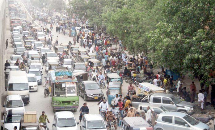 لیاقت آباد نمبر 10 پر ٹریفک جام کا ایک منظر