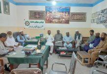 کوئٹہ : جماعت اسلامی کے ضلعی امیر حافظ نور علی عوام مارچ کے سلسلے میں نیشنل لیبر فیڈریشن کے صوبائی صدر عبدالرحیم میر داد خیل و دیگر سے ملاقات کررہے ہیں