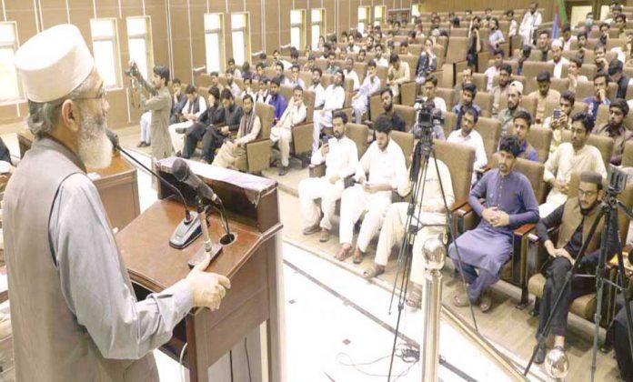 امیر جماعت اسلامی پاکستان سینیٹر سراج الحق منصورہ میںاسلامی جمعیت طلبہ کے ذمے داران کی تربیتی ورکشاپ سے خطاب کررہے ہیں
