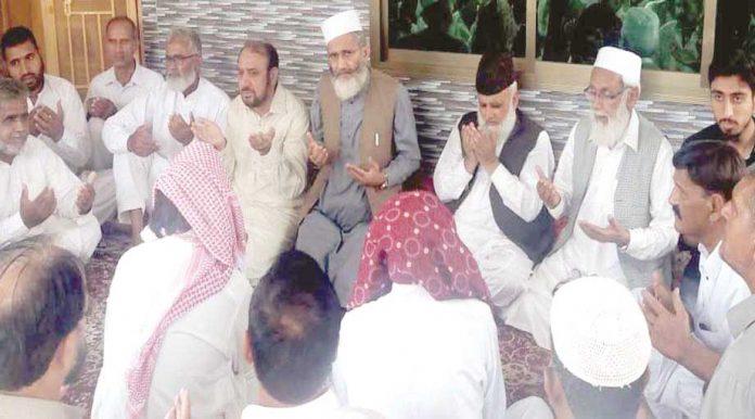 میرپورآزاد کشمیر: امیر جماعت اسلامی پاکستان سراج الحق زلزلے میں جاں بحق افراد کیلیے دعائے مغفرت کررہے ہیں