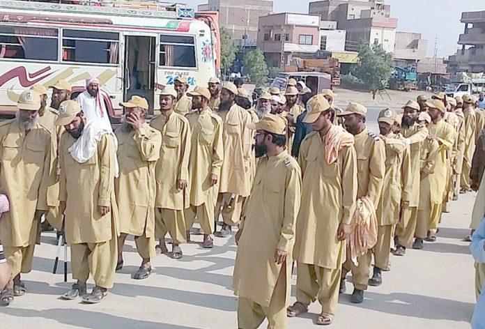 کراچی: جمعیت علما اسلام کے آزادی مارچ میںانصار الاسلام کا ڈنڈا بردار دستہ