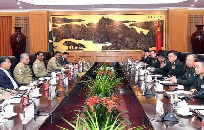 بیجنگ: پاک فوج کے سربراہ جنرل قمر جاوید باجوہ کی قیادت میں وفد چینی فوجی قیادت سے ملاقات کررہاہے