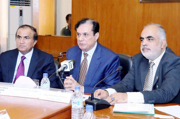 کراچی: چیئرمین نیب جسٹس(ر) جاوید اقبال پاکستان چیمبر آف کامرس کے ارکان سے خطاب کررہے ہیں