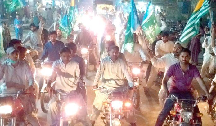 جیکب آباد: جے آئی یوتھ کے تحت جہاد کشمیر مارچ کے سلسلے میں موٹر سائیکل ریلی نکالی جارہی ہے