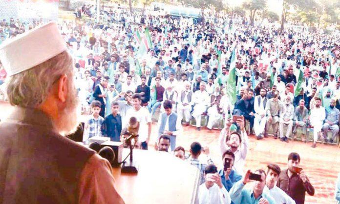 امیر جماعت اسلامی پاکستان سینیٹر سراج الحق کوٹلی میں عز م جہاد کشمیر کانفرنس سے خطاب کررہے ہیں