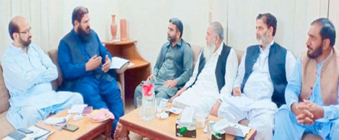 لاہور،امیرجماعت اسلامی پنجاب(وسطی) محمد جاوید قصوری،صوبائی دفتر منصورہ میں شیخوپورہ کے ضلعی ذمے داران کے اجلاس سے خطاب کررہے ہیں