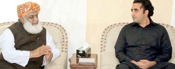 اسلام آباد: پی پی چیئرمین بلاول اور جے یو آئی (ف) کے سربراہ فضل الرحمن حکومت مخالف تحریک کے حوالے سے گفتگو کررہے ہیں