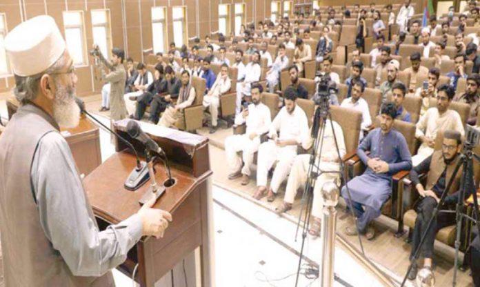 امیر جماعت اسلامی اکستان سینیٹر سراج الحق منصورہ میںاسلامی جمعیت طلبہ کے ذمے داران کی تربیتی ورکشاپ سے خطاب کررہے ہیں