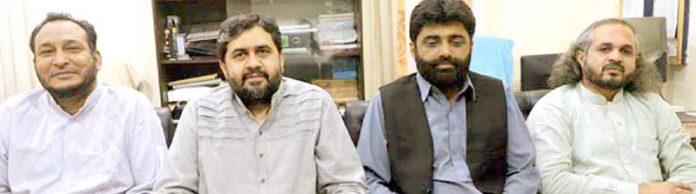 سیکرٹری اطلاعات جماعت اسلامی قیصر شریف منصورہ میں میڈیا کے ذمے داران کے اجلاس سے خطاب کررہے ہیں