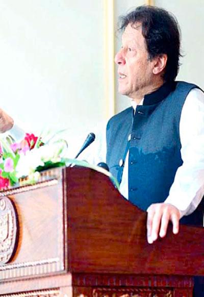 اسلام آباد:و زیراعظم عمران خان دینی مدارس میں تقسیم انعامات کی تقریب سے خطاب کررہے ہیں
