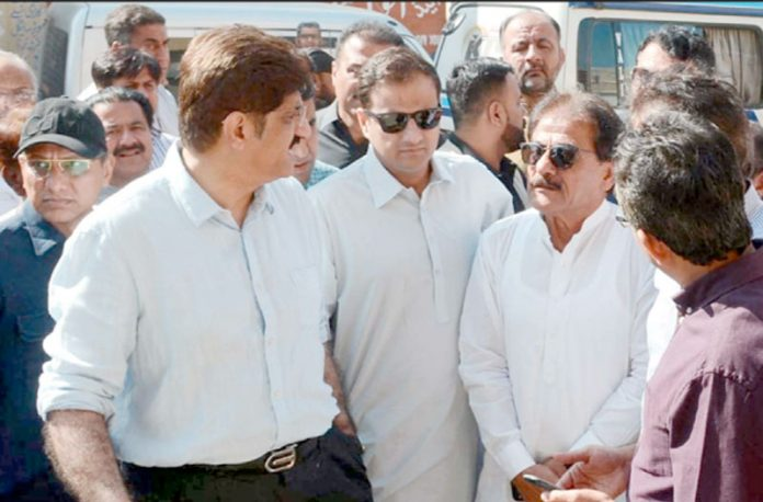 کراچی: وزیراعلیٰ سندھ مراد علی شاہ سعید غنی اور مرتضیٰ وہاب کے ہمراہ شہر کا دورہ کررہے ہیں
