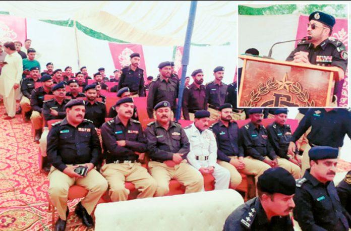 ٹھٹھہ :آئی جی سندھ کلیم امام پولیس دربار سے خطاب کررہے ہیں