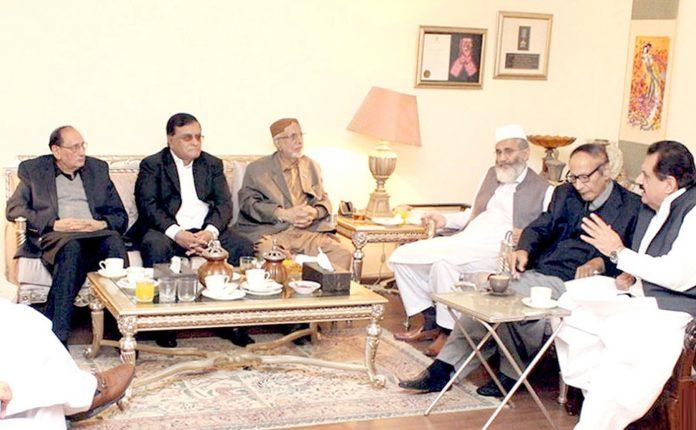 لاہور: مسلم لیگ ق کے صدر چودھری شجاعت حسین سے امیر جماعت اسلامی سراج الحق کی سربراہی میں وفد ملاقات کررہا ہے