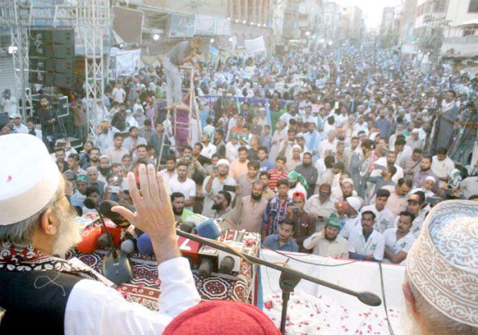 حیدرآباد: امیر جماعت اسلامی پاکستان سینیٹر سراج الحق آزادی کشمیر مارچ سے خطاب کررہے ہیں