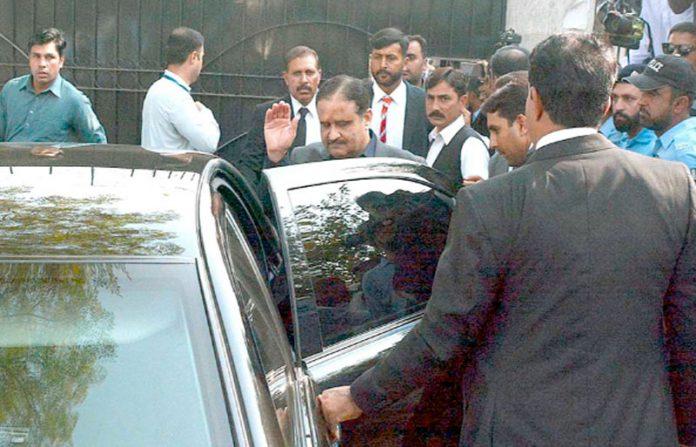 اسلام آباد: وزیراعلیٰ پنجاب عثمان بزدار اسلام آباد ہائیکورٹ میں پیشی کے بعد واپس جارہے ہیں