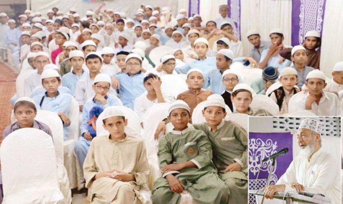 کراچی: امیر جماعت اسلامی سندھ محمد حسین محنتی جمعیت طلبہ عربیہ کے کارکنان سے خطاب کررہے ہیں