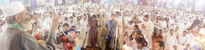 امیر جماعت اسلامی پاکستان سینیٹر سراج الحق پھالیہ میں شمولیتی کنونشن سے خطاب کررہے ہیں
