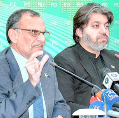 اسلام آباد: پی ٹی آئی رہنما اعظم سواتی اور علی محمد خان پریس کانفرنس کررہے ہیں