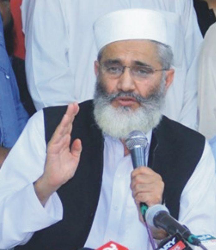 گلگت: امیرجماعت اسلامی پاکستان سینیٹر سراج الحق میڈیا سے گفتگو کررہے ہیں