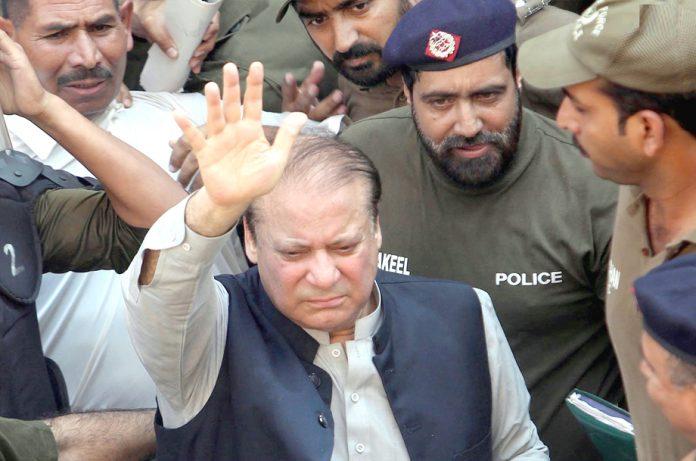 لاہور: سابق وزیراعظم نوازشریف کو پیشی کیلیے احتساب عدالت لایا جارہاہے