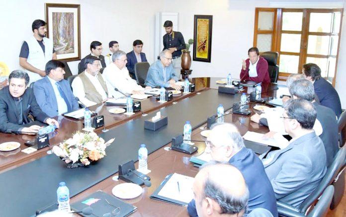 اسلام آباد: وزیراعظم عمران خان معاشی ٹیم کے اجلاس کی صدارت کررہے ہیں