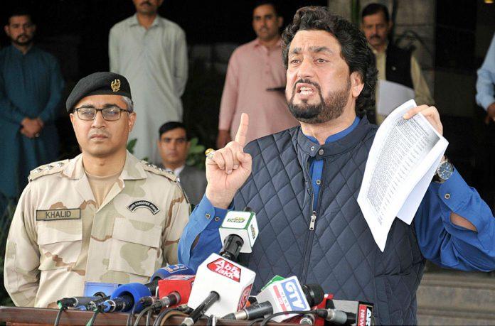اسلا م آباد: وزیرمملکت برائے انسداد منشیات شہریار خان آفریدی میڈیا سے گفتگو کررہے ہیں