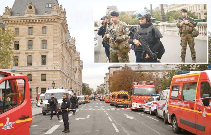 پیرس: پولیس کمانڈوز اور فوج نے چاقو حملے کے بعد جائے وقوع کو گھیر رکھا ہے