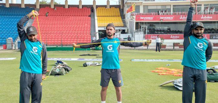 لاہور: قومی ٹیم کے کپتان سرفراز احمد ساتھی کھلاڑیوں کے ساتھ فٹنس بہتر بنانے میں مصروف ہیں
