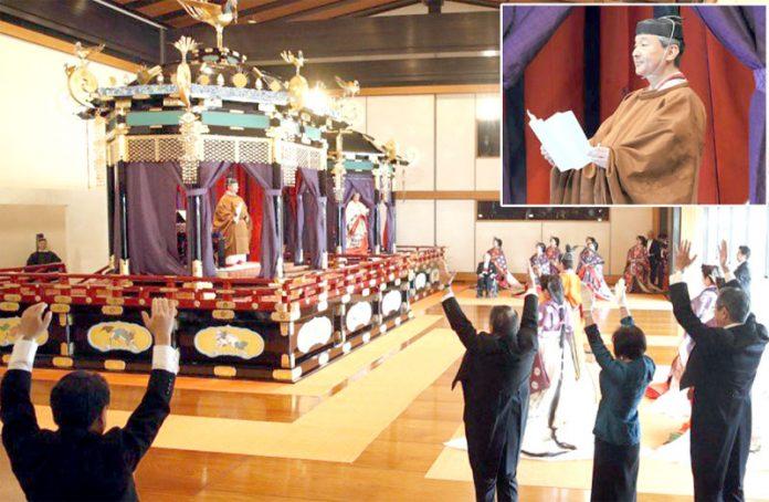 ٹوکیو: جاپان کے شہنشاہ ناروہیٹو تخت نشینی کے بعد وزیراعظم شنزوآبے سمیت دیگر سے وفاداری کا حلف لے رہے ہیں